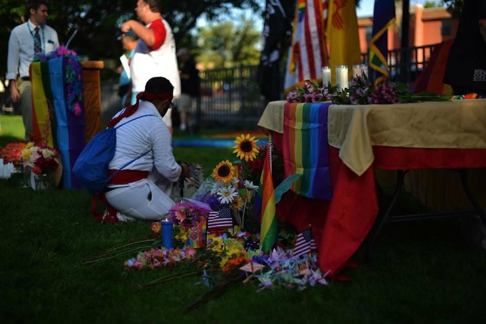 Homenaje a las víctimas del tiroteo. Foto de: www.exploreclarion.com