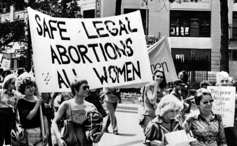 Mujeres exigiendo aborto legal