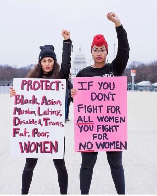 Mujeres exigiendo feminismo interseccional